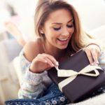 Что подарить девушке на 8 Марта: рейтинг подарков от компании Wollmer