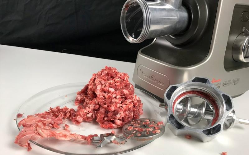 Под прижимной гайкой остались шматы мяса